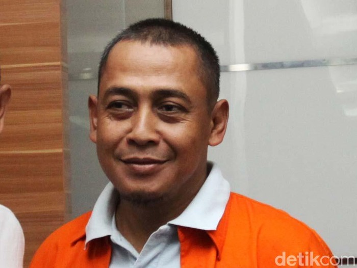 Tersangka hoax 7 kontainer surat suara tercoblos, Bagus Bawana Putra (BBP) dihadirkan polisi saat rilis pengungkapan perkara. (Lamhot Aritonang/detikcom)