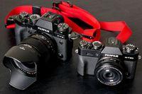 Perbandingan ukuran XT-3 dengan X-T20. Masing-masing dengan lensa Fuji 16mm f/1.4 dan 27mm f/2.8.