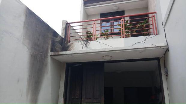 Rumah Laode M Syarif yang dilempar molotov
