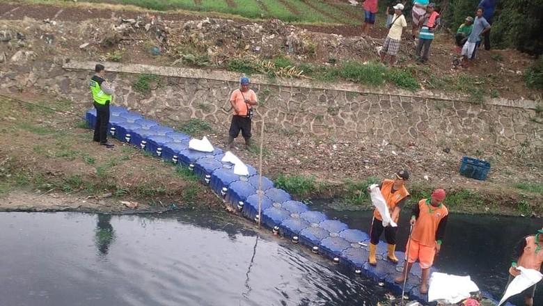 Mayat Bayi Ditemukan di Kali Kosambi Jakarta Barat