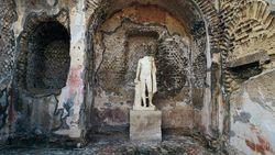 Tentang Baia, Kota Romawi Kuno di Dasar Laut yang Bergelimang Dosa