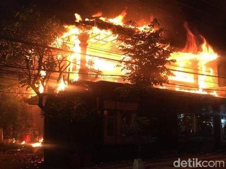 Rumah di Seminyak Bali Kebakaran, 14 Mobil Damkar Dikerahkan