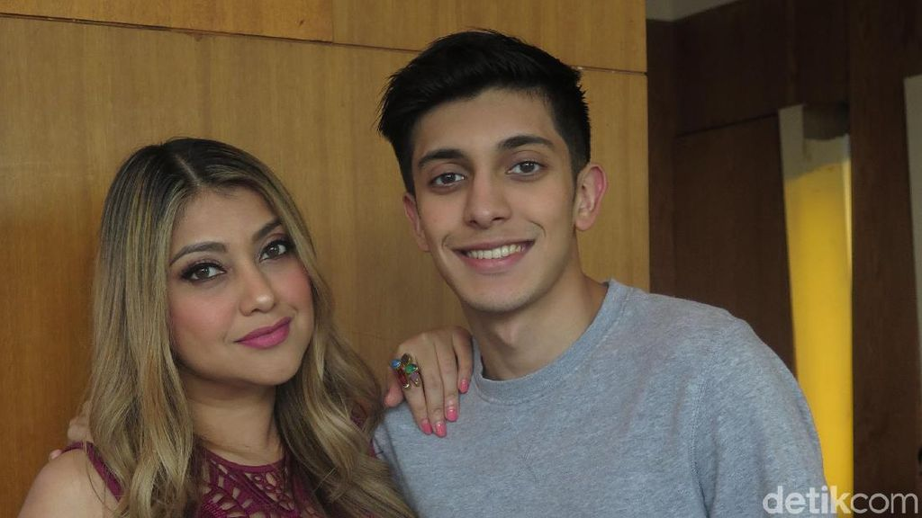 Potret Sarah Azhari dan Putranya yang Sering Dikira Kakak-Adik