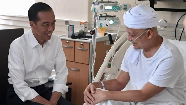 Potret Jokowi dan Prabowo Jenguk Ustaz Arifin Ilham