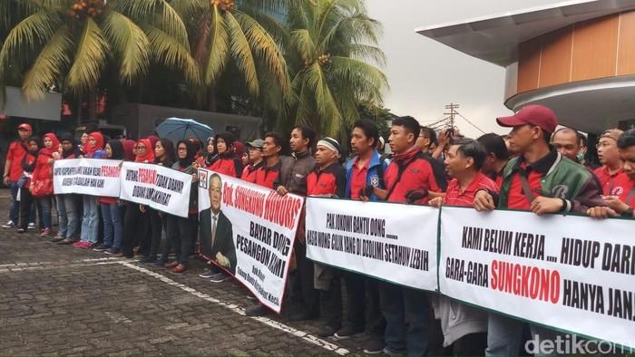 Eks Karyawan Sevel Demo Tuntut Pesangon (Farih Maulana/detikcom)