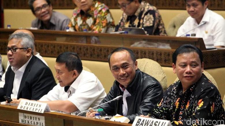 Rapat di DPR, KPU Dicecar soal Kotak Kardus hingga Surat Suara