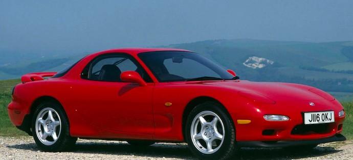 RX-7 generasi ketiga yang diproduksi pada akhir 90-an sampai awal 2000. Menjadi legenda karena menggunakan mesin rotary yang legendaris. Jumlah yang terbatas, kinerja yang mengesankan, dan penampilan yang menonjol di The Fast and the Furious telah membuat mesin coupe ini dicari. Foto: Pool (Motor1)