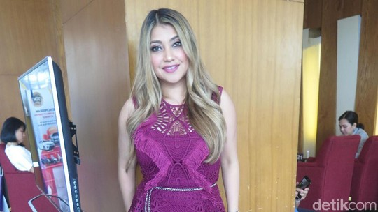 Hot Mom Alert! Sarah Azhari dan Body Seksinya