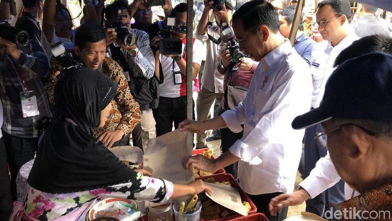 Ditemani Anies, Jokowi Tinjau Warung Nasi Uduk hingga ...