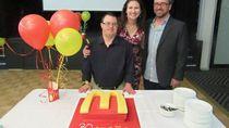 32 Tahun Mengabdi, Pegawai Fast Food dengan Down Syndrom Ini Akhirnya Pensiun