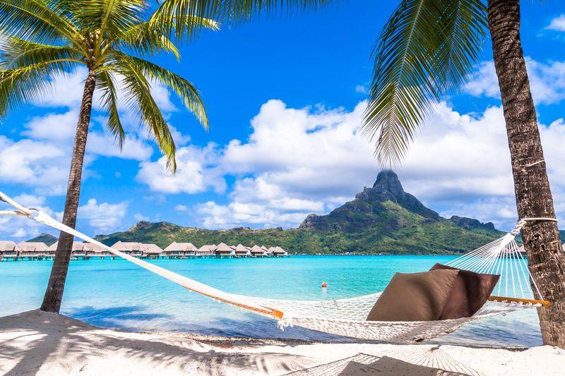 Perusahaan aplikasi pemesanan tiket, Hopper, mengeluarkan daftar 10 destinasi paling ngetren buat milenial tahun 2019. Posisi pertama ditempati Bora Bora (iStock)
