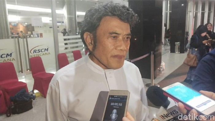 Rhoma Irama Datang ke RSCM untuk Jenguk Ustaz Arifin Ilham