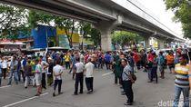 Protes Larangan Parkir, Warga Blokade Jl Sudirman Palembang