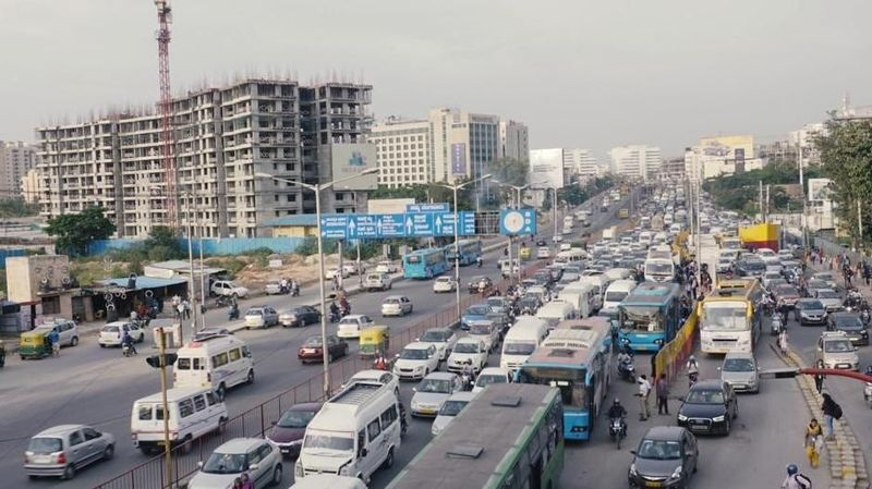 Beberapa faktor telah mengubah lanskap kota-kota dunia selama seabad, salah satunya urbanisasi. Lebih dari setengah populasi dunia saat ini tinggal di kota, menurut data Brookings Institution dan salah satunya di Bangalore (BBC Capital)