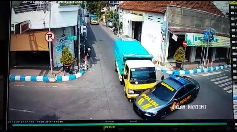 Mobil Patwal Ditabrak Truk, Asosiasi Pengemudi Salahkan Polisi