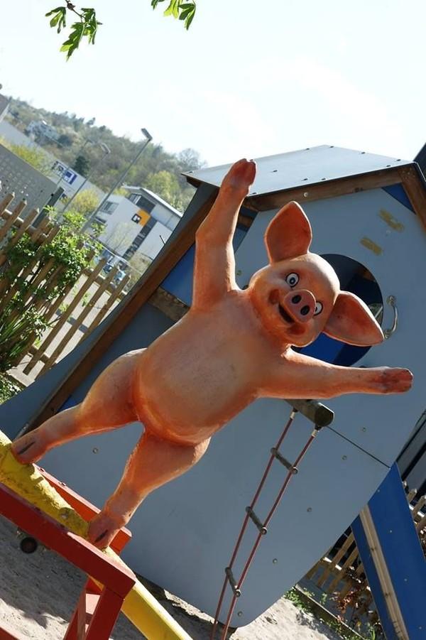 Berbagai pernak-pernik tentang babi dipajang di sini. Misalnya, seperti patung babi yang satu ini (Schweinemuseum/Facebook)