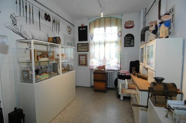 Ruangan pun dibuat dengan gaya rumahan, namun tetap asyik untuk dijelajahi (Schweinemuseum/Facebook)