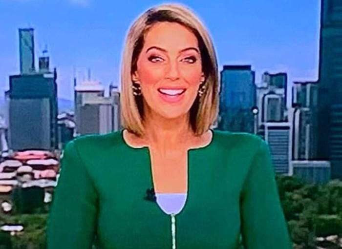 Presenter berita viral karena bajunya. Foto: Dok. Twitter