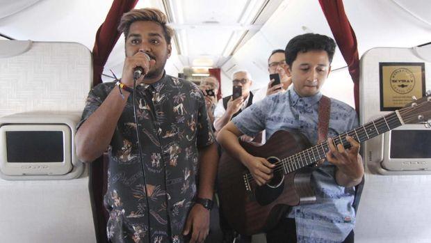 Wah, Ada Live Music Akustikan di Penerbangan Garuda