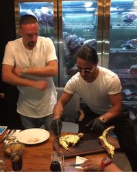Pesta Daging! Neymar hingga Buffon Mampir ke Restoran Salt Bae