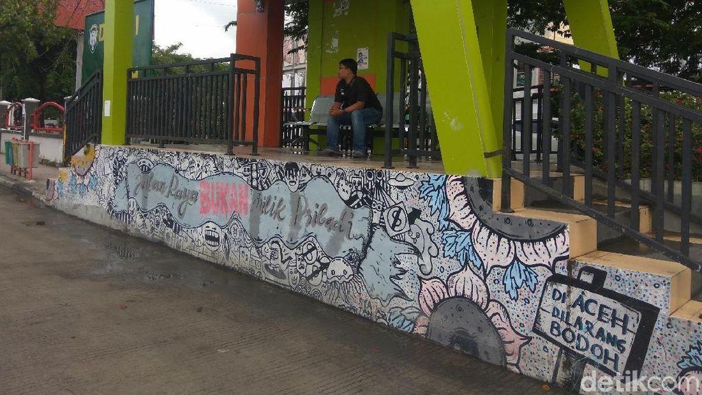Pesan Keselamatan di Halte Bus TransK Aceh: Dilarang Bodoh