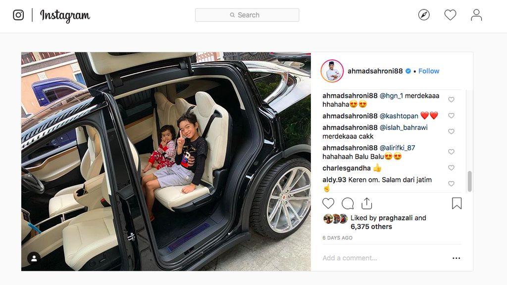 Ahmad Sahroni Tambah Koleksi Mobil Wah, Sekarang Tesla Model X!