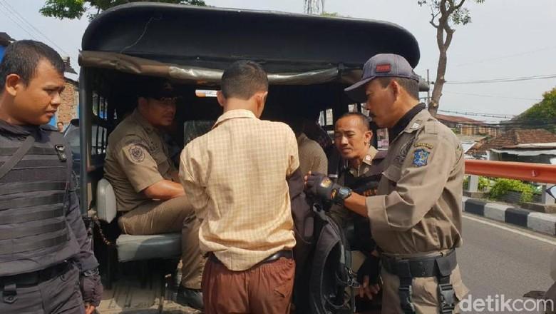 Kepergok Ngopi di Warkop, 16 Pelajar Surabaya Terciduk Bolos Sekolah