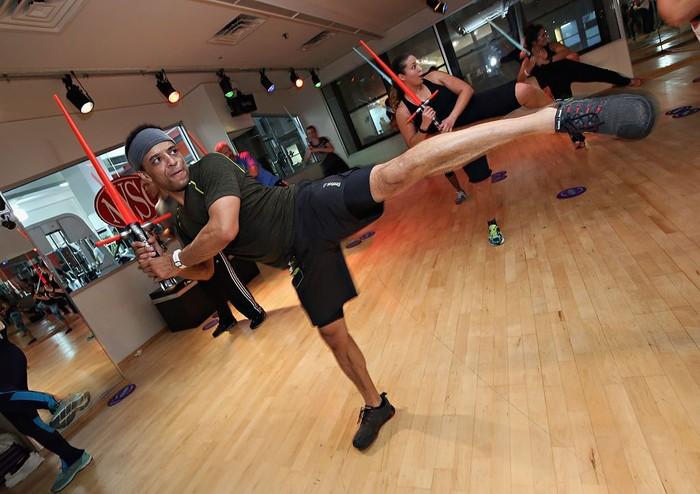 Apa yang berbeda dari kelas senam di New York Sport Club ini dibandingkan senam-senam lain? (Foto: Cindy Ord/Getty Images)