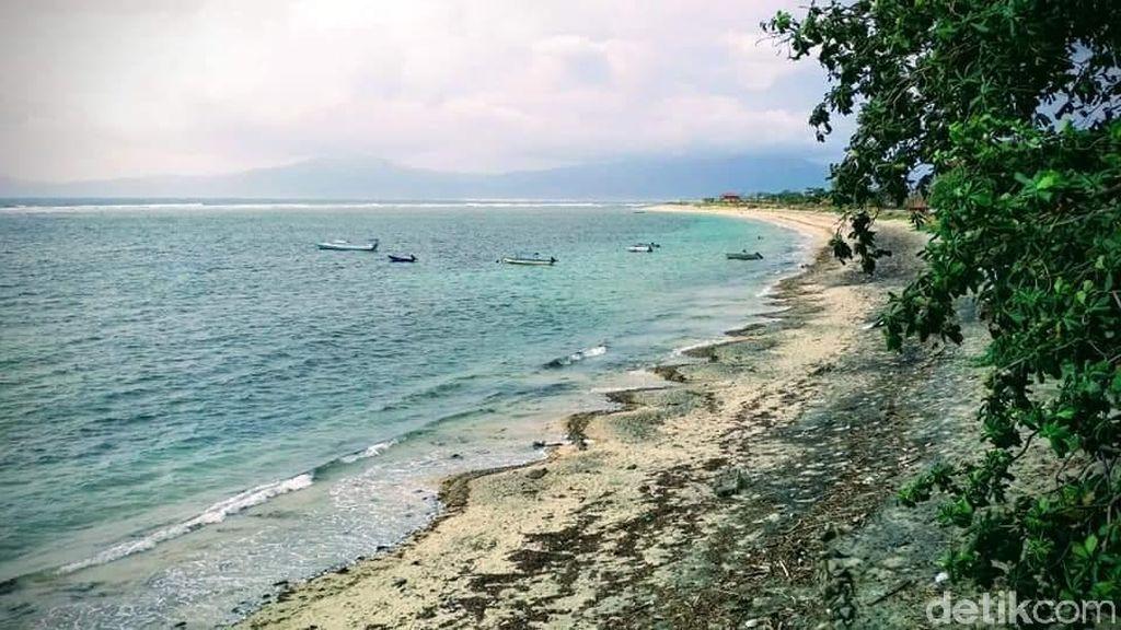 Foto: Pantai Cantik di Dompu yang Ternoda Sampah