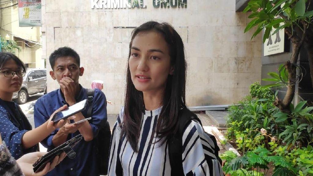 Jenguk Ratna Sarumpaet, Atiqah Hasiholan: Alhamdulillah Ibu Sehat