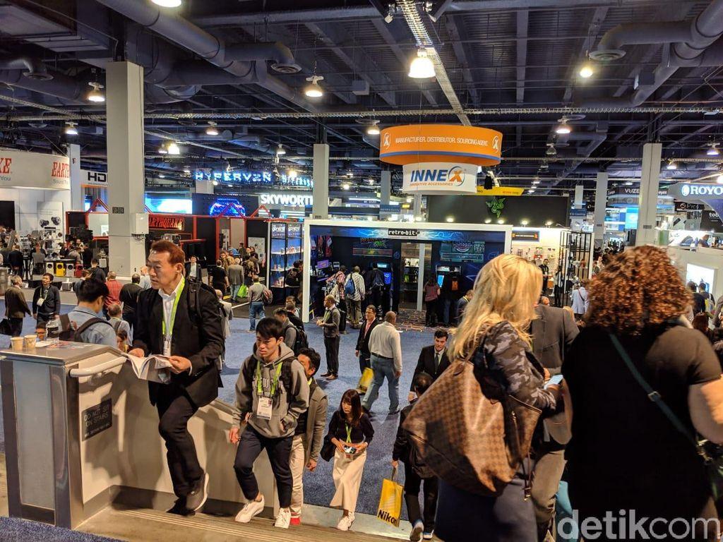 Pengunjung dari seluruh dunia tumpek-blek di area pamera Las Vegas Convention Center (LVCC). (Foto: detikINET/Adi Fida Rahman)