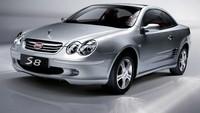 Mobil BYD S8 memiliki kemiripan dengan Mercedes-Benz CLK-Class convertible yang hanya diubah logonya. Meski begitu, tetap ada perbedaan antara kedua mobil mewah itu, yaitu mobil BYD S8 mengandalkan penggerak roda depan dan ditenagai oleh mesin 2.0-liter 4 silinder. Pool/Istimewa.
