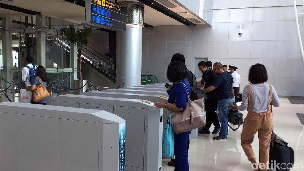 Harga Tiket Kereta Bandara Soetta Kemahalan? Ini Kata Penumpang