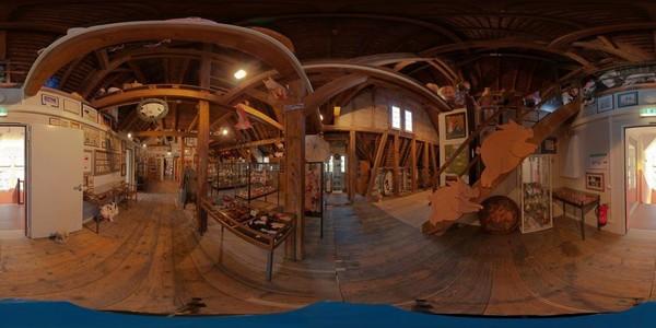Dekorasinya juga dipenuhi dengan patung-patung babi mulai dari awal menjelajahi museum (Schweinemuseum/Facebook)