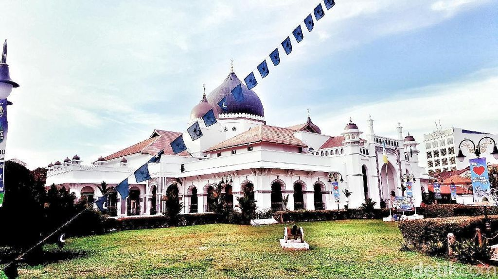Foto-foto Penang, Tempat Berobatnya Arifin Ilham