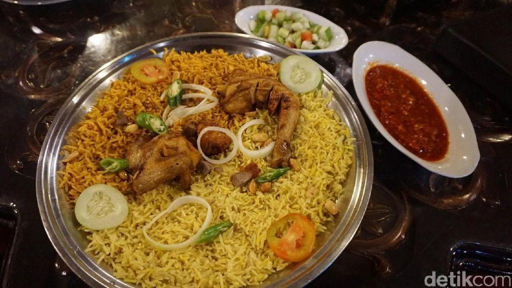 Yuk, Hangatkan Perut dengan Nasi Mandi Plus Daging Kambing Empuk!
