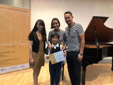 Baru-baru iniAngga juga menghadiri konser piano pertama Sheemar. Keren banget Sheemar! (Foto: Instagram @sheemar_miy)