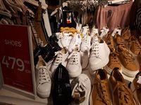 Baju Hingga Sepatu Stradivarius Diskon, T-shirt Mulai dari Rp 89 Ribu