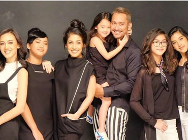 Setelah menikah dengan Mieke Amalia, Tora Sudiro menjadi ayah dari lima anak perempuan, Nabila, Nayyara, Queena, Kayra dan Jenaka. ( Foto: Instagram @miekeamalia)