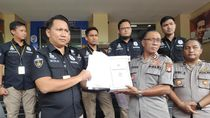 Polisi Pamerkan 2 Bundel Berkas Ratna Sarumpaet Setebal 20 Cm