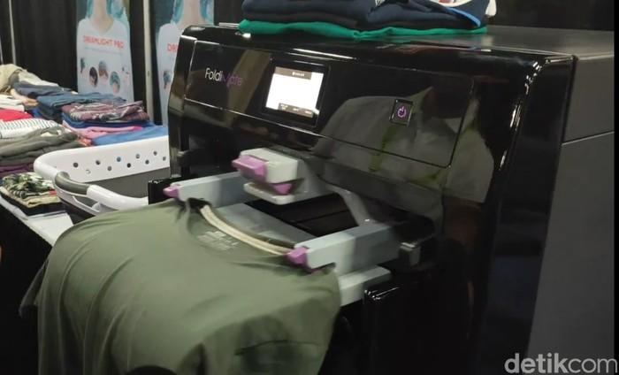 Foldimate, mesin pelipat pakaian. Foto: Adi Fida Rahman/detikinet