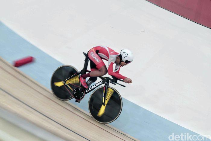 Fadli bertanding di nomor individual pursuit putra C4-C5 Asian Track Cycling Championship 2019 yang dihelat di Jakarta International Velodrome, Kamis (10/1).