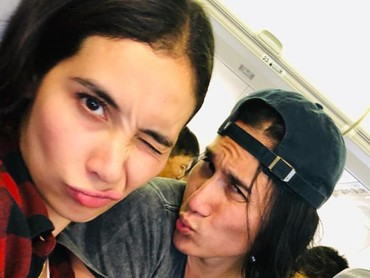 Cuek bukan berarti nggak romantis dengan pasangan, seperi Marsha Timothy dan Vino G Bastian nih. (Foto: Instagram/ @vinogbastian__)