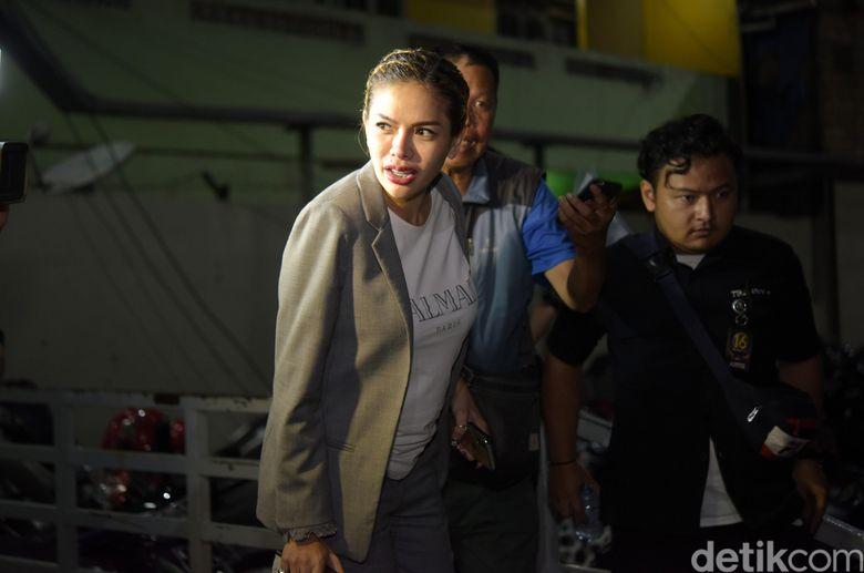 Nikita Mirzani saat ditemui di studio Trans TV, Kapten Tendean, Jakarta Selatan pada Rabu (9/1).Pool/Noel/detikFoto.