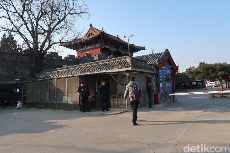 Di Kota Taian inilah masyarakat China zaman dulu datang untuk berdoa. Menghadap lurus ke arah Mountain Tai ada sebuah kelenteng bernama Dai Temple. Mountain Tai adalah gunung sakral bagi masyarakat China. (Bonauli/detikTravel)