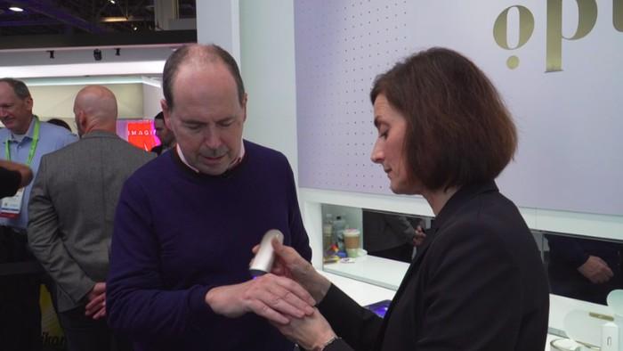 Komputer akan menyeleksi area kulit mana yang perlu diperbaiki karena misalnya hiperpigmentasi. (Foto: BBC)