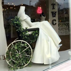 Pajang Manekin Pakai Baju Pengantin di Kursi Roda, Toko Bridal Ini Viral