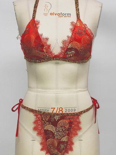 Bikini dengan desain Qipao ini jadi kontroversi karena dianggap menghina wanita Asia
