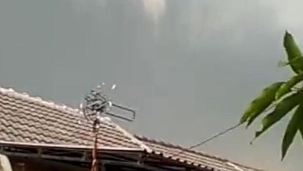 Puting Beliung Terjang Rancaekek Bandung, 16 Orang Terluka