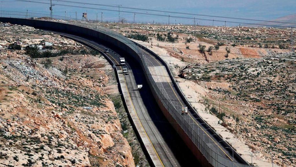 Israel Resmikan Tol dengan Tembok Pemisah Pengendara Israel-Palestina